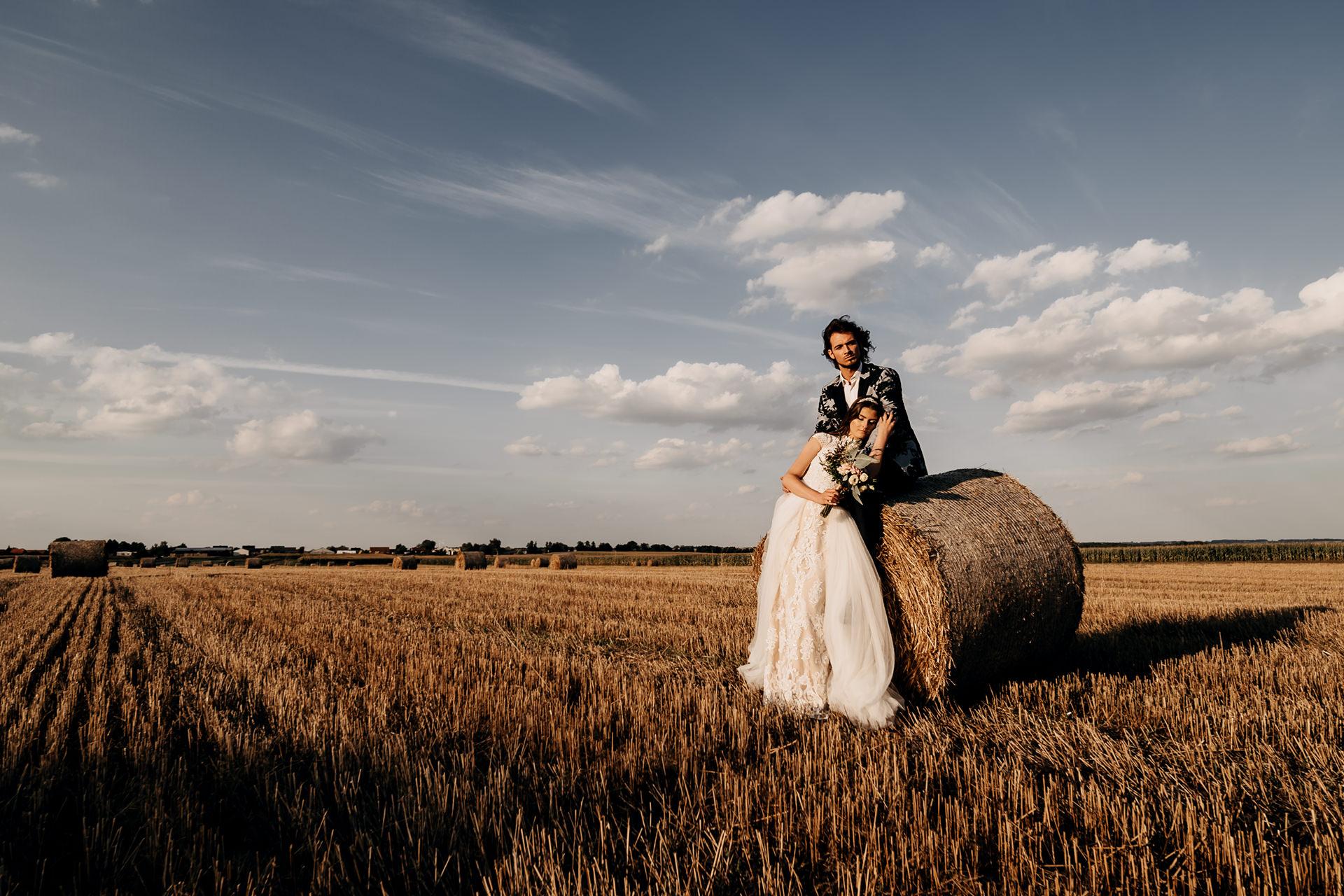 Sesja poślubna na polu