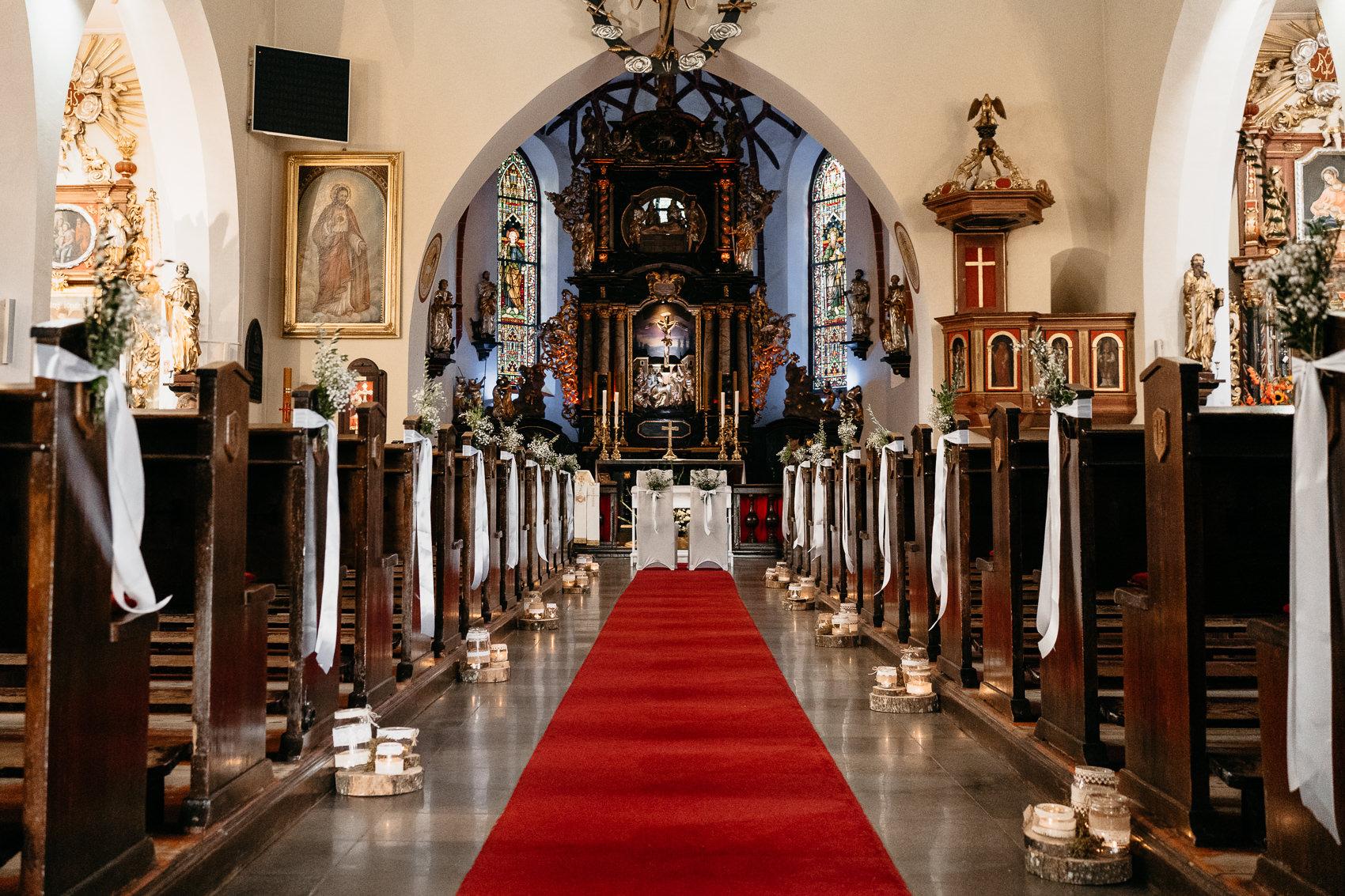 detale ślubne w kościele