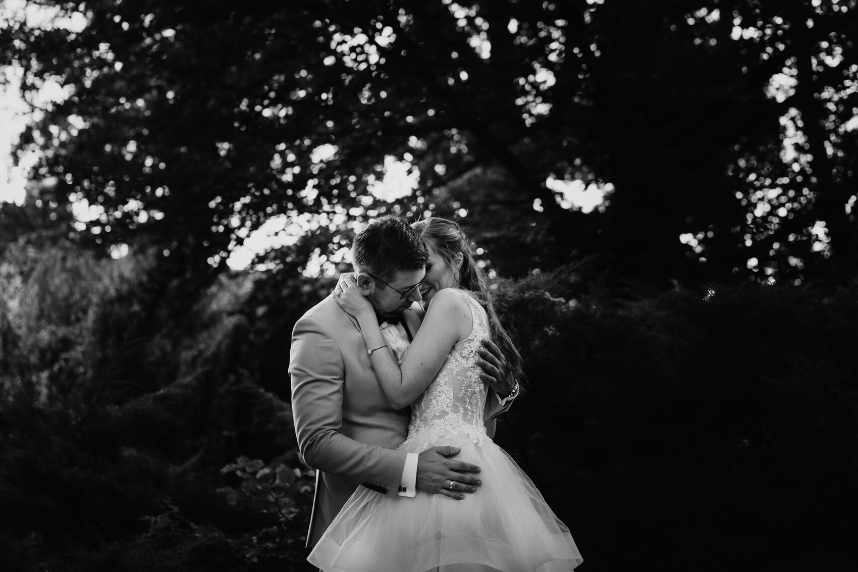 Para na sesji poślubnej