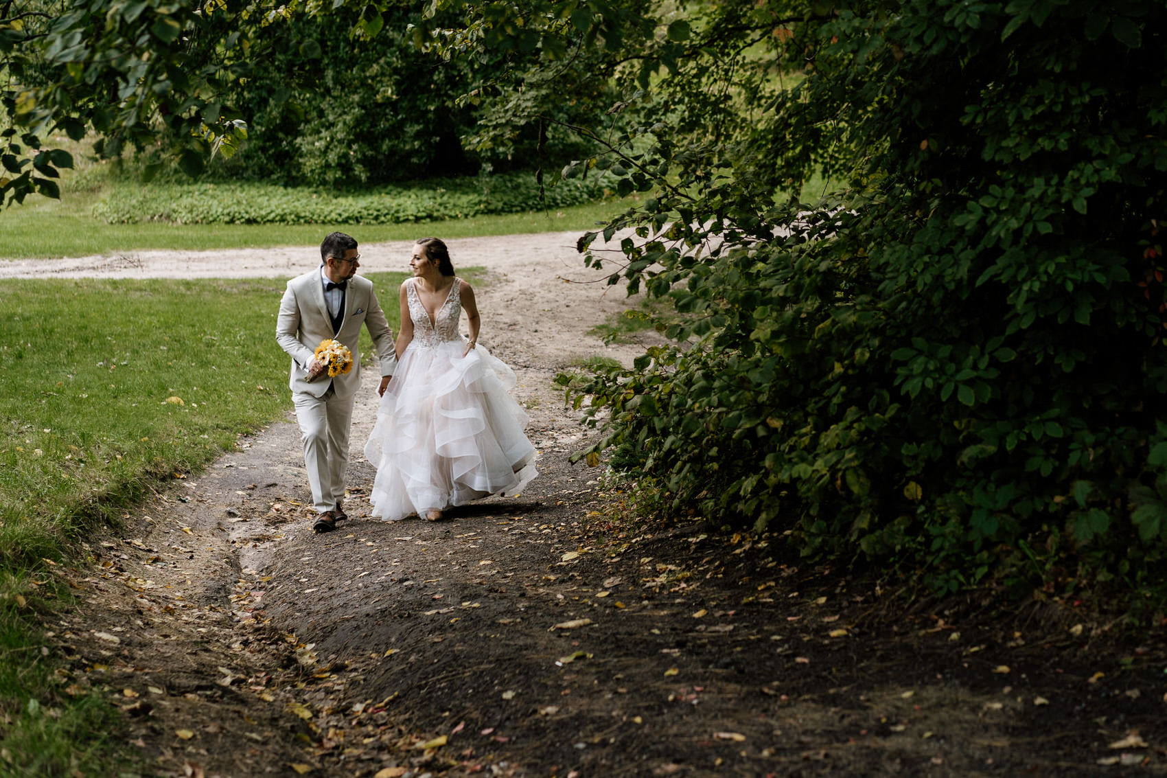 Para udająca się na sesję poślubna