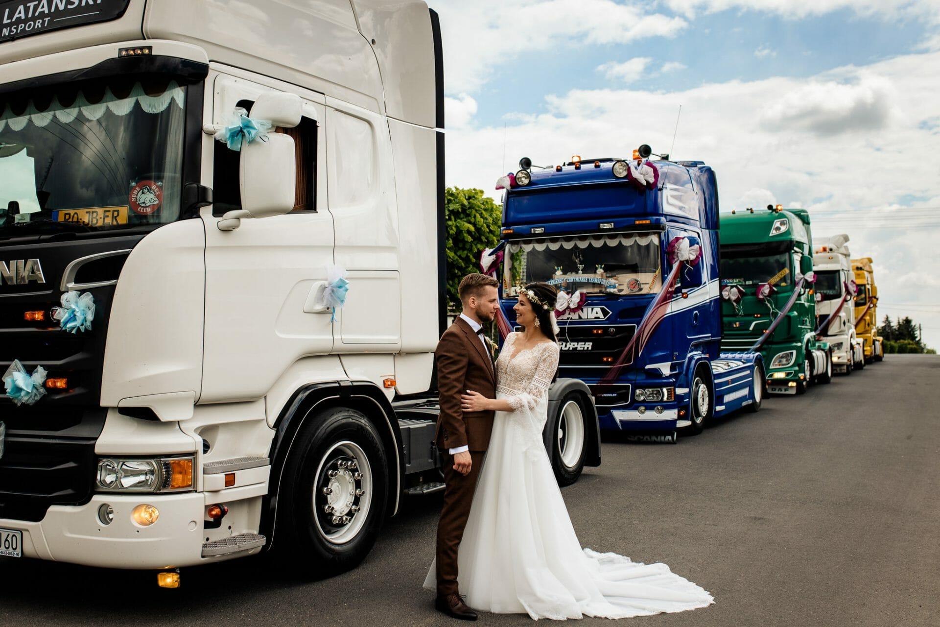 sesja ślubna samochody